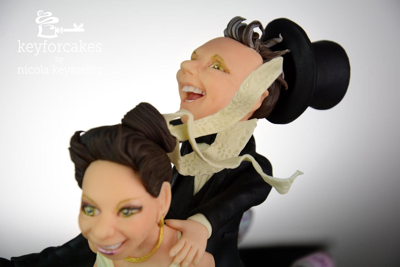 Da geht dem Herrn doch glatt der Hut flöten - Detailansicht Kopf des Bräutigams und der Braut