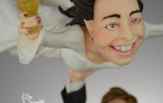 Die fliegende Braut - Tortentopper aus Fondant für Hochzeitstorte - die Braut